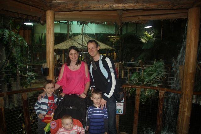 Nad krokodílym jazerom - naša celá rodinka