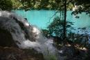 Potok popri jazere - v jednej časti popri chodníku, sa rinula voda pomedzi kamene tak sa to takto penilo